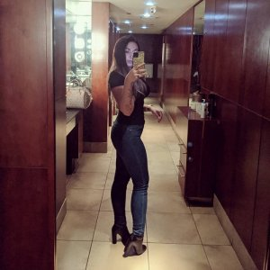Lucretia call girl in Clermont, nuru massage